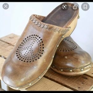 Lucky brand brown clogs sz 7 peace sign studs